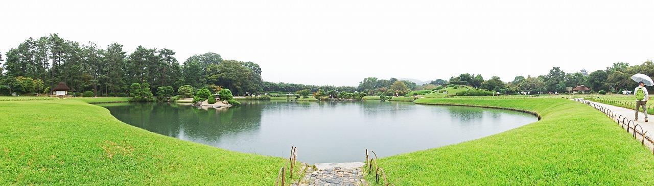 s-20141009 後楽園雨の日の沢の池のワイド風景 (1)