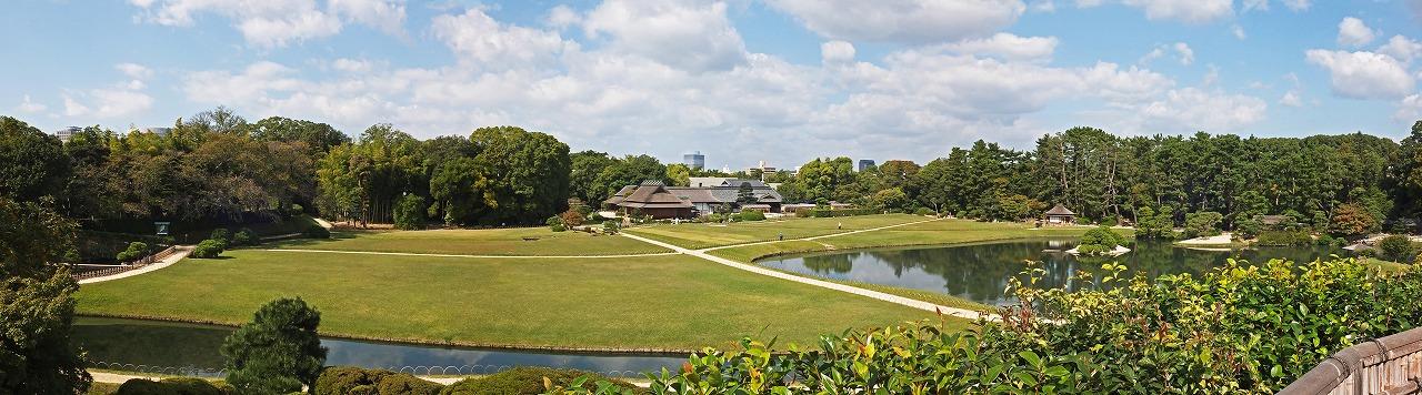 s-20141017 後楽園秋の芝の色と秋空のワイド風景 (4)