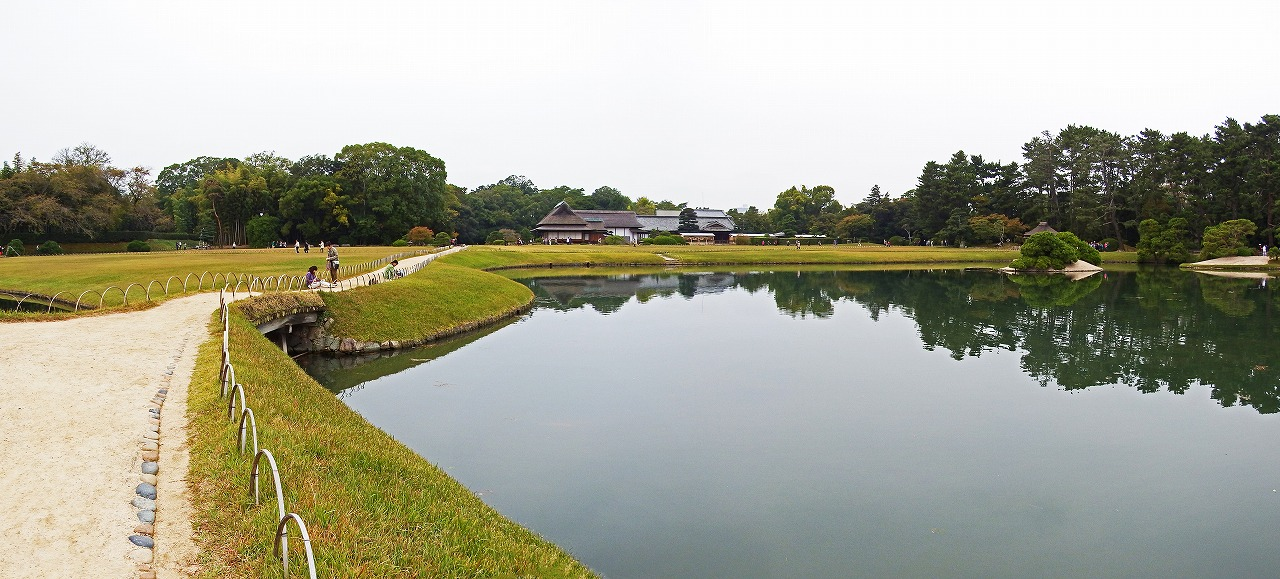 s-20141020 後楽園今日の園内沢の池ワイド風景 (1)
