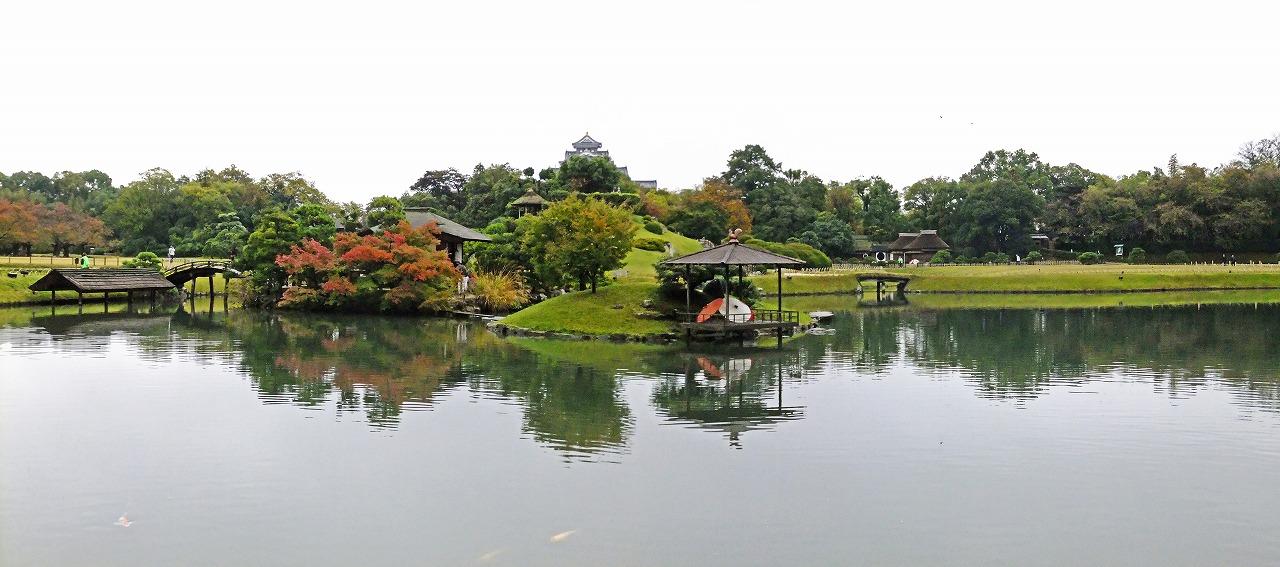 s-20141101 後楽園今日の園内沢の池のワイド風景 (1)