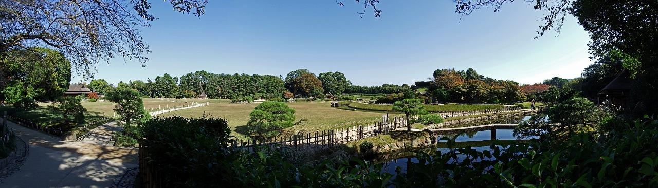 s-20141104 後楽園南門を入って直ぐの場所から眺める園内ワイド風景 (1)