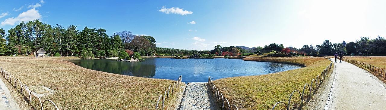 s-20141202 後楽園の園内12月沢の池西岸から眺めるワイド風景 (1)