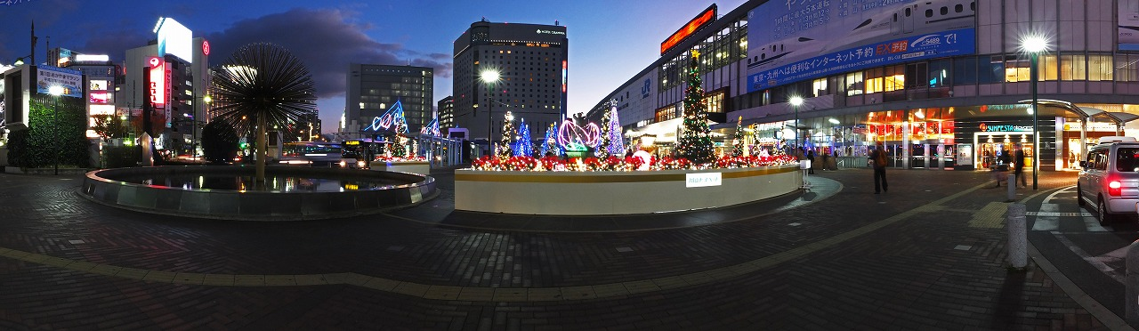 s-20141202 岡山駅前のツリーとイルミネーションのワイド風景 (1)