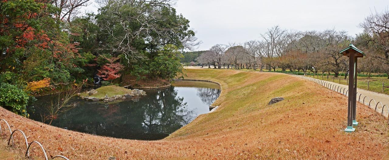 s-20141208 後楽園今日の花交の池冬のワイド風景 (1)