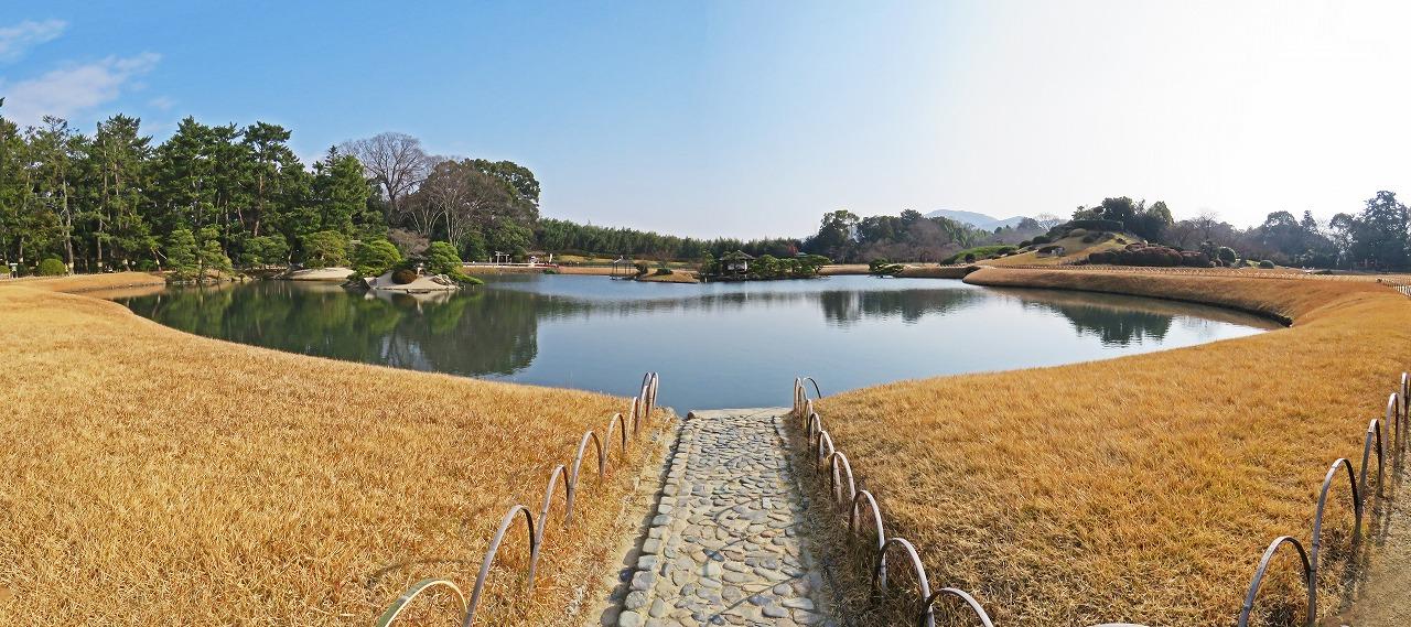 s-20141225 後楽園今日の園内沢の池のワイド風景 (1)
