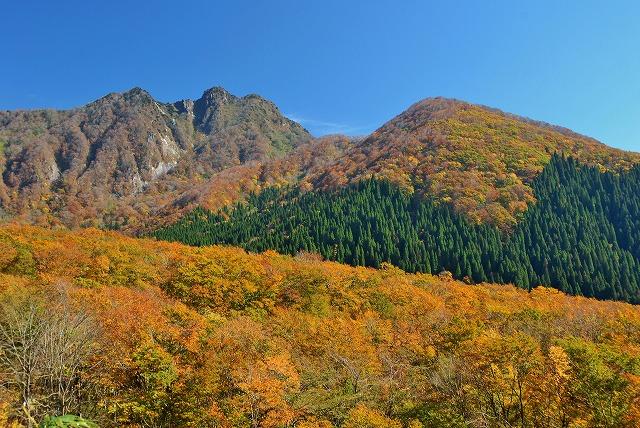 烏ヶ山方向の紅葉1