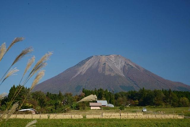 伯耆街道(45号線)から見た富士山のような大山