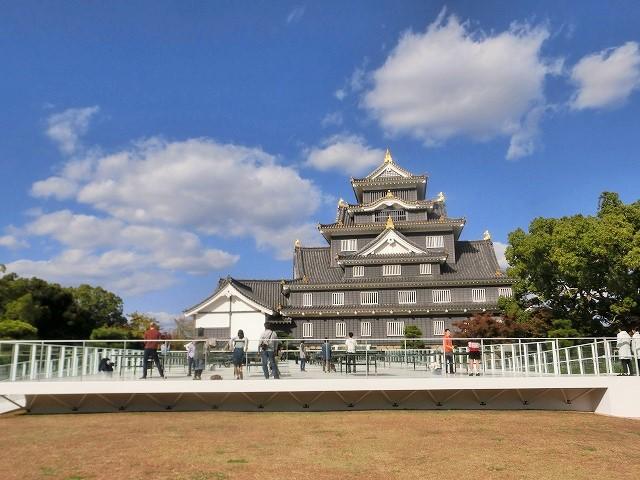 岡山城と光る卓球台1