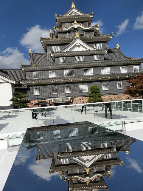 岡山城と光る卓球台2