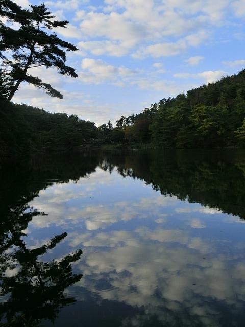 高梁自然公園の池の映り込み2