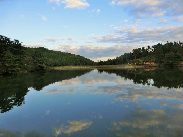 高梁自然公園の池の映り込み3