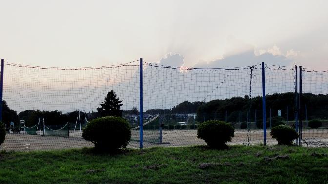 テニス.コートと夕景