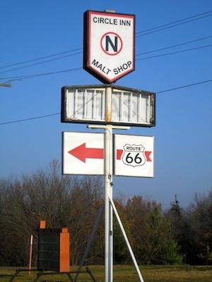 Circle Inn Sign-k
