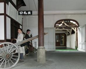 CIMG9086駅舎改札口