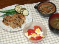 9/8 夕食 たこいかえびの豆腐バーグきのこソース、きんぴら、トマトと玉子のサラダ、枝豆みそ汁