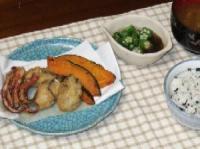 9/17 夕食 牡蠣のカリッと揚げ、イカの下足揚げ、かぼちゃの素揚げ、オクラもずく酢、枝豆のみそ汁、しらすワカメご飯