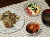 9/20  夕食 牛肉のカレー炒め、サラダ、キムチもずく酢、蜆のみそ汁