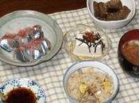 9/21 夕食 さんまの刺身、ピリ辛こんにゃく炒め、冷や奴、栗入りきのこ炊き込みご飯、サンマのアラ汁