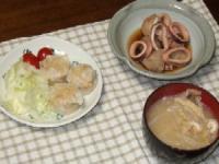10/21 夕食 カニしゅうまい、イカと里芋の煮物、もやしのみそ汁
