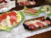 11/9 夕食 誕生日祝料理 オードブル、にぎり寿司、れんこんサラダ、焼きフランクソーセージ
