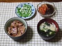 3/5 夕食 豚丼、ゆでスナップえんどう、キムチもずく酢、玉子スープ