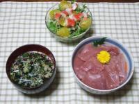 5/15 夕食 まぐろ丼、水菜サラダ、しじみスープ