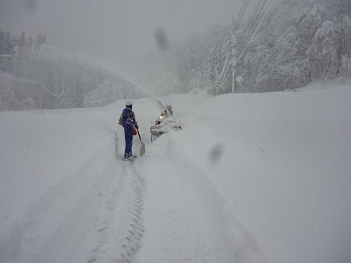 共助の除雪機と滝ノ下集落会長