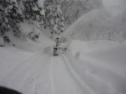 共助の除雪機が通過後滝ノ下からの除雪