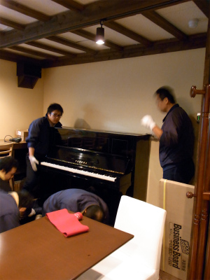 ピアノ搬入