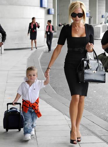 victoria-beckham-giambattista-valli-handbag.jpg