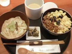 和cafe茶酒 鶏そぼろご飯と冷製稲庭うどん胡麻だれ