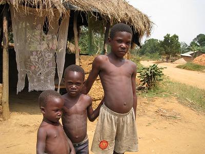 ウガンダ裸の子