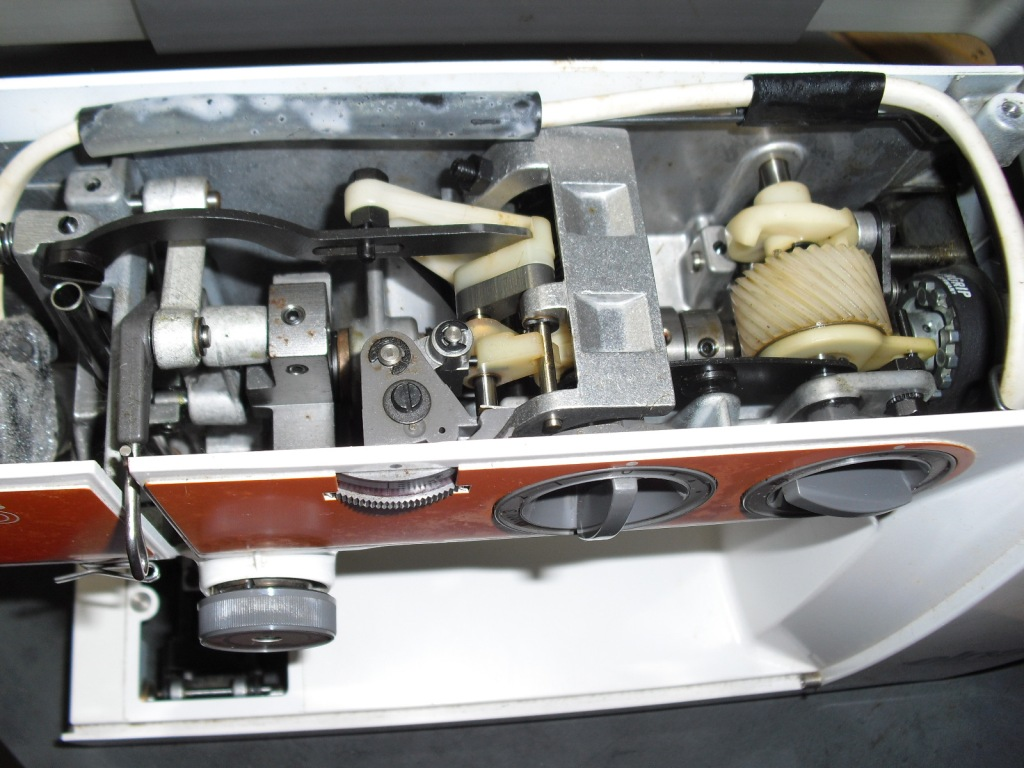 elna-Lotus-tsp-3.jpg