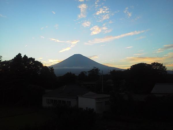 夕暮れ時の富士