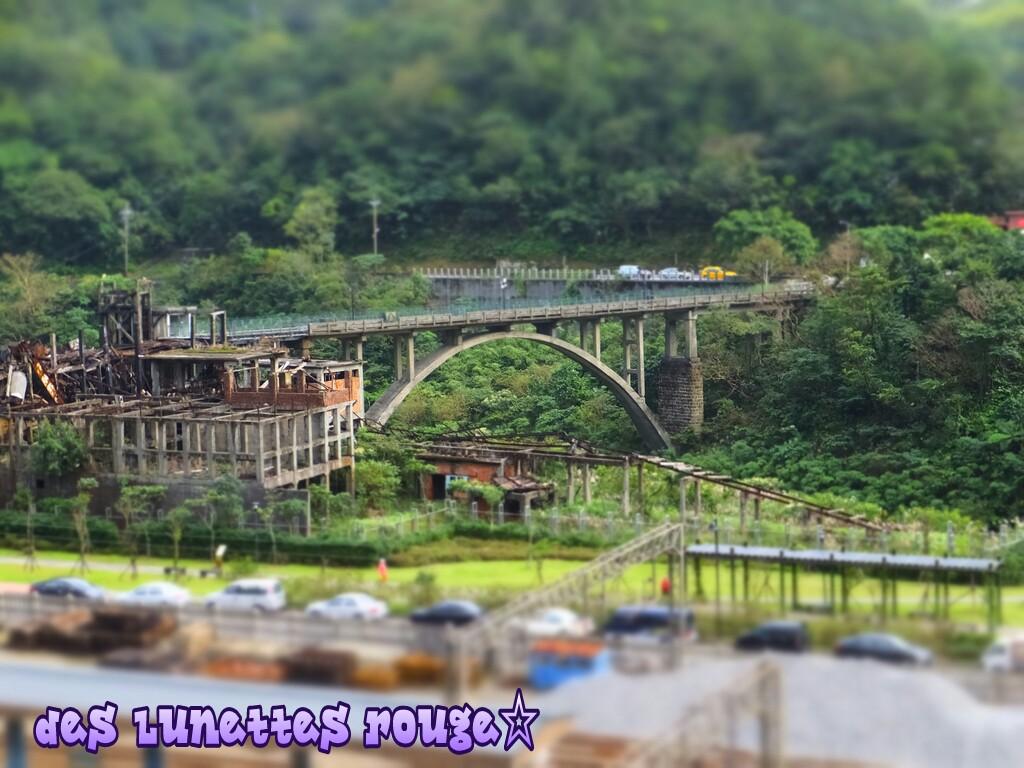 廃墟?と橋
