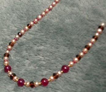 ルビーと赤系天然石のネックレス2
