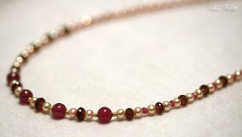 ルビーと赤系天然石のネックレス