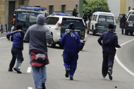 パトカーを追撃する炭鉱労働者