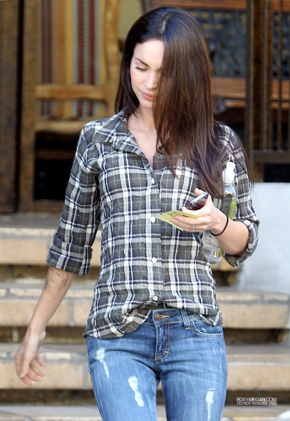 Megan Fox Leaving a Lunch Meeting in the Valley
