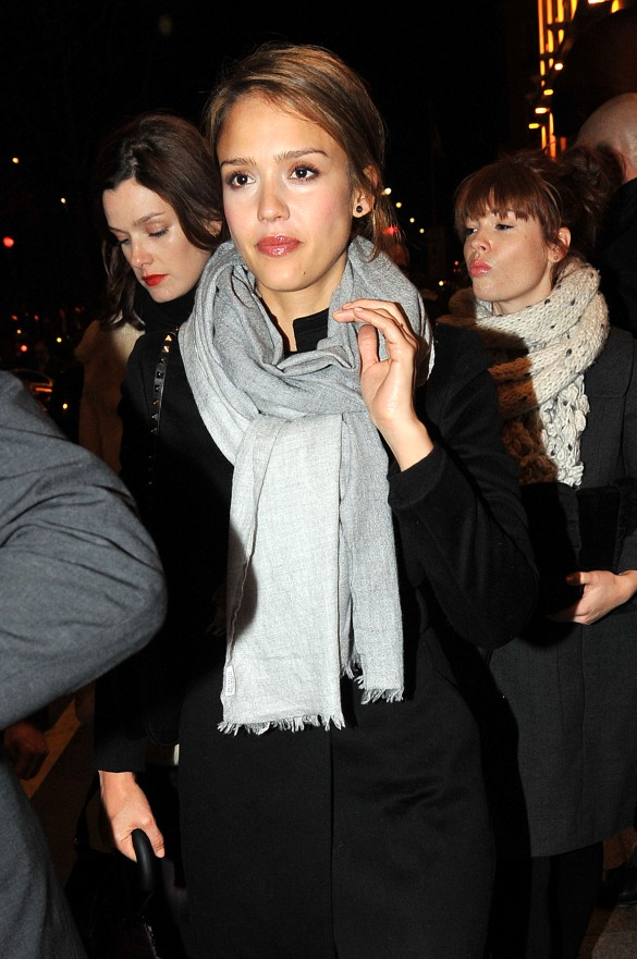 Jessica Alba - Left her Hotel in Paris