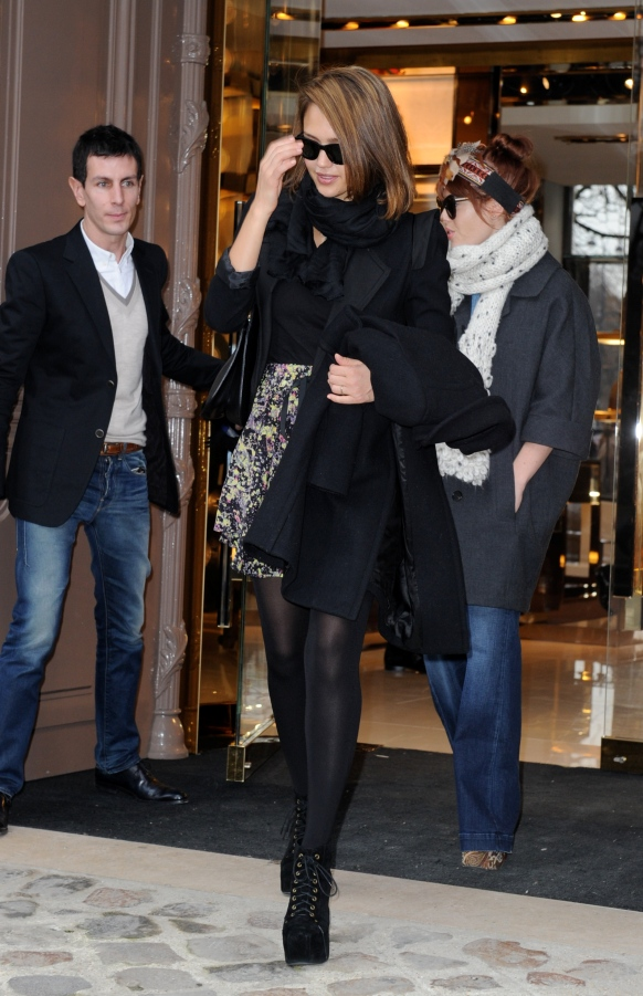Jessica Alba at the Gucci store in Paris