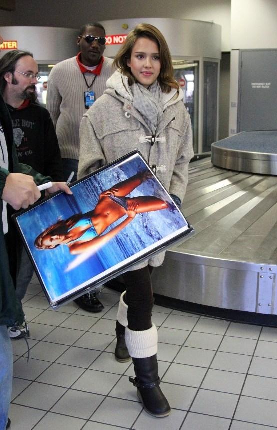 Jessica Alba at Dallas Airport