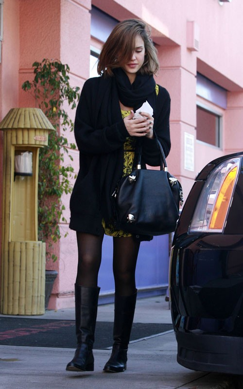Jessica Alba Shopping with Honor in Los Angeles