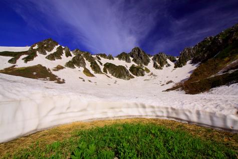 残雪映える宝剣岳