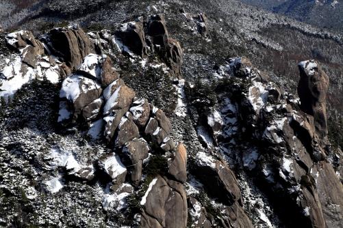 山頂の眼下に見える針峰群