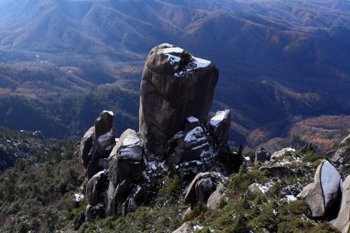 岩登りの対象は数多い。その中の難易度の高い一峰