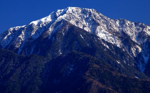 初冠雪の三ノ沢岳