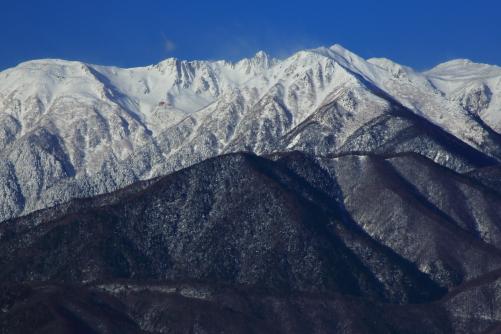 右から駒ヶ岳・一番高く見える伊那前岳・三角錐の宝剣岳