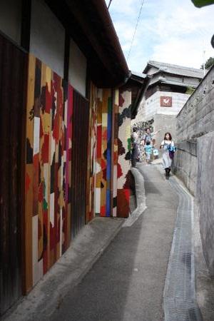 路地のアート1