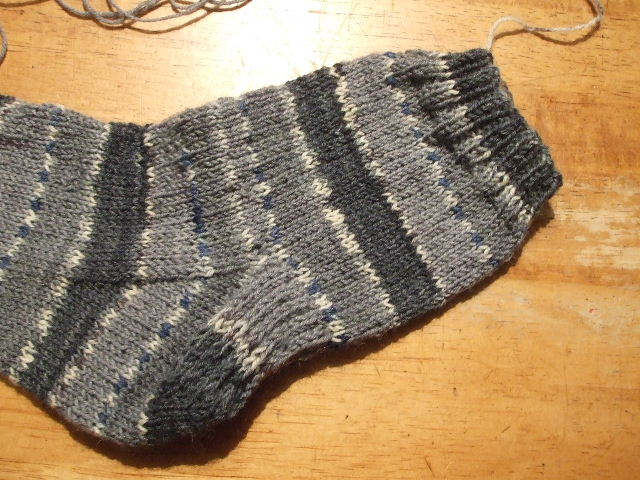 2011_0224靴下編み始め0002
